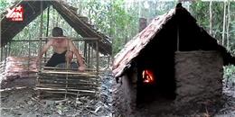Trố mắt với anh chàng tay không xây nhà giữa rừng