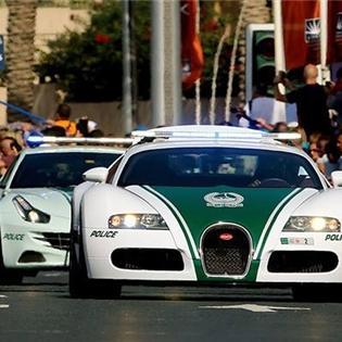 Cận cảnh dàn siêu xe không tên cướp nào thoát nổi của cảnh sát Dubai