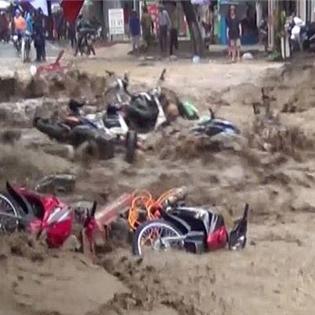 Cận cảnh dòng lũ kinh hoàng tấn công Điện Biên những ngày qua