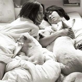 Loạt ảnh Lee Hyori bình yên, hạnh phúc bên chồng gây sốt