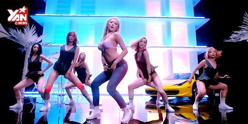 HyunA mặc áo ngực,  đập  anti-fan trong Roll Deep