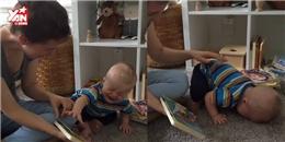 Tan chảy  với  mọt sách  5 tháng tuổi cực dễ thương