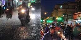 TP.HCM: Người dân khổ sở dầm mình trong mưa lớn để về nhà