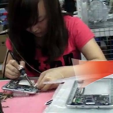 Choáng  với công nghệ ráp máy tính bảng một cách thủ công và thô sơ