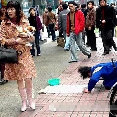 Bất ngờ bài học người ăn xin dạy cho quý bà kiêu ngạo