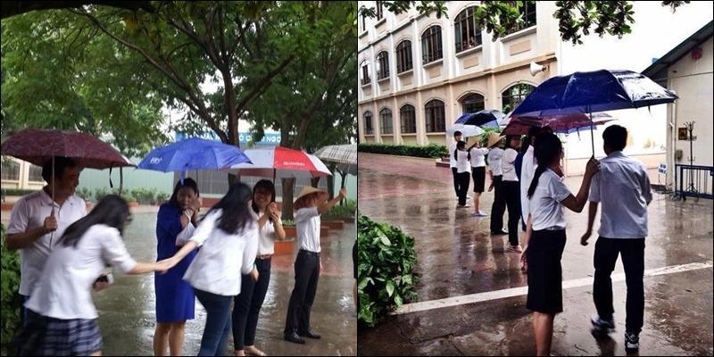 Cảm động khoảnh khắc thầy cô xếp hàng dưới mưa che ô cho học trò