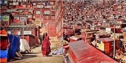 Ngắm nhìn ngôi làng đặc biệt của 40.000 nhà sư ở Trung Quốc