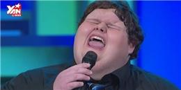 Cậu bé nghìn cân với giọng hát thiên thần làm điên đảo sóng truyền hình