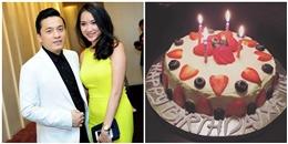 """Lam Trường sướng """"tít mắt"""" khi được vợ trẻ tặng bánh sinh nhật tự làm"""