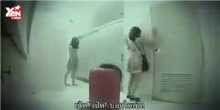 Chết khiếp với màn dọa ma trong nhà vệ sinh công cộng