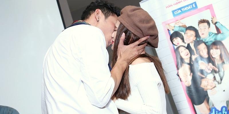 Fan phấn khích trước nụ hôn nồng cháy giữa Sĩ Thanh và Lý Bình