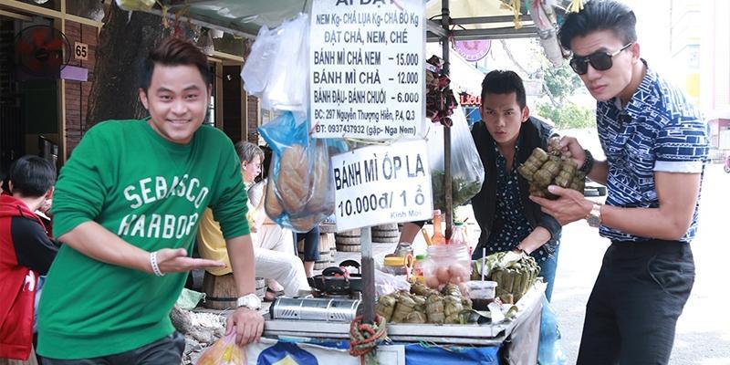 Hiếu Nguyễn và trai đẹp hội ế đẩy xe bánh mì đi bán dạo