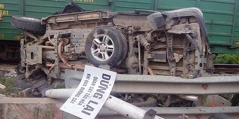 Tàu hỏa tông xe Lexus: 1 người chết, 3 người bị thương