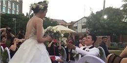Chồng Hoa hậu Diễm Hương quỳ gối xin cưới trong hôn lễ cực xúc động