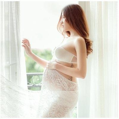 Hot girl Lee Balan hạnh phúc đón con trai đầu lòng