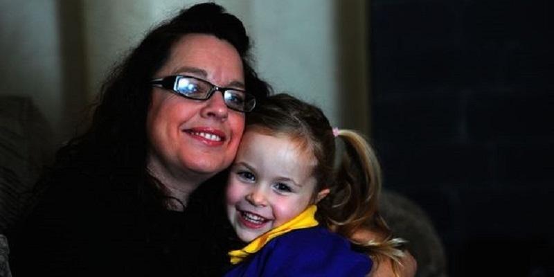 Mẹ cứu con gái thoát chết nhờ… nói dối bác sĩ