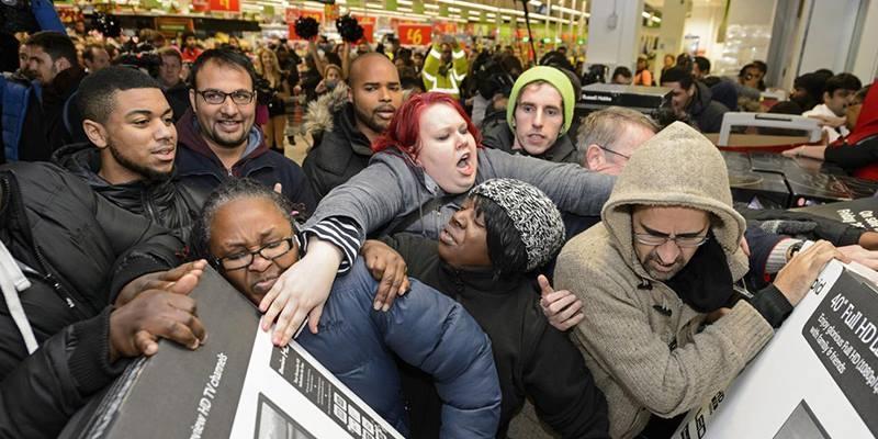 """Cảnh tượng kinh hoàng của """"Black Friday"""" khiến cả thế giới choáng váng"""