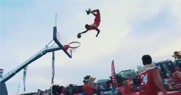 Những pha hành động 'ảo không tưởng' trong thể thao