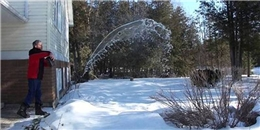 Ngược đời nước nóng đóng băng nhanh hơn nước lạnh