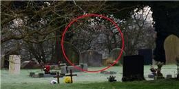"""Rùng rợn hình ảnh """"ma trên lưng ngựa"""" được chụp tại nghĩa địa"""