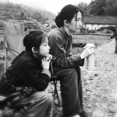 Những gái quê khiến cả làng giải trí Hoa ngữ  chao đảo