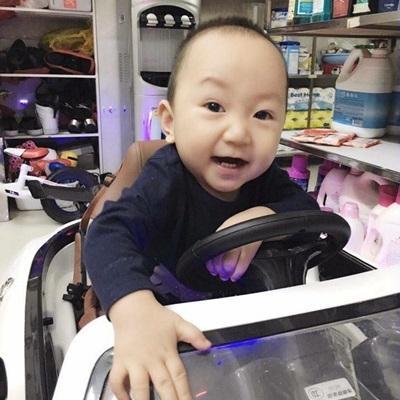 Tuấn Hưng hạnh phúc khoe khoảnh khắc Su Hào tập đi
