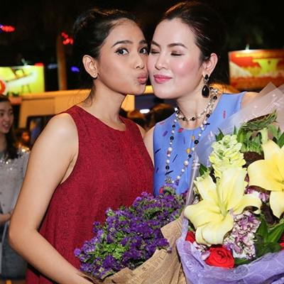 Trương Thị May bất ngờ  cưỡng hôn  đàn chị Phương Lê