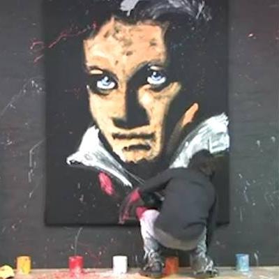 Chóng mặt với họa sĩ vẽ tranh  nhanh như điện