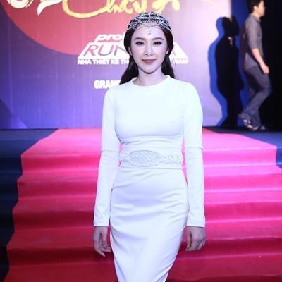 Ngắm mãi không chán vẻ đẹp tựa nữ thần của Angela Phương Trinh