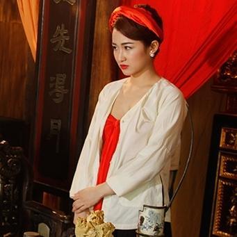 Diện trang phục táo bạo, DJ Trang Moon lấn sân đóng phim hài