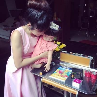 Vợ chồng Lý Hải Minh Hà hào hứng tổ chức tiệc thôi nôi cho con