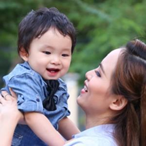Cận cảnh vẻ đáng yêu, bụ bẫm của con trai Diễm Hương