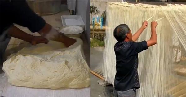 Cận cảnh qui trình chế biến sợi mì trường thọ ở Trung Quốc