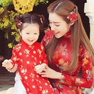 Cadie xúng xính diện áo dài đón Tết cùng mẹ Elly Trần