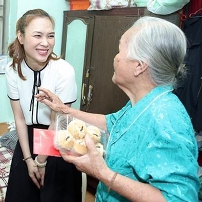 Sao Việt tất bật với hoạt động từ thiện cuối năm