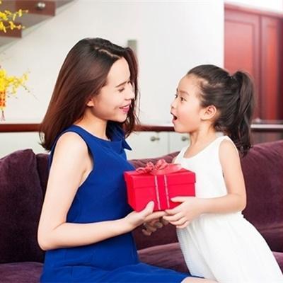 Ghen tị trước khoảnh khắc ngọt ngào của mẹ con nhà Lưu Hương Giang