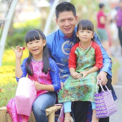 Gia đình Bình Minh diện áo dài đón xuân rộn ràng