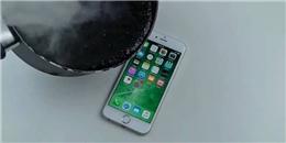 Nhói lòng vởi thử nghiệm đổ nhựa đường nóng chảy lên iPhone 6S