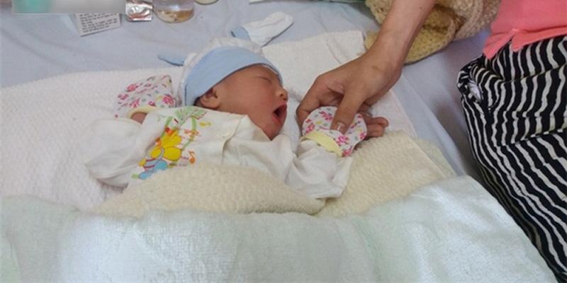 Em bé sinh ở độ cao 10.000m sẽ được miễn phí vé máy bay 20 năm