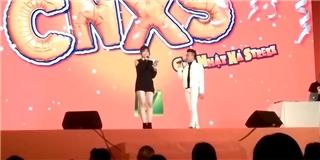 Fan thích thú xem Trấn Thành - Hari Won song ca  Hương đêm bay xa