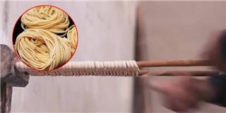 Cận cảnh cách làm mì sợi truyền thống ít người biết