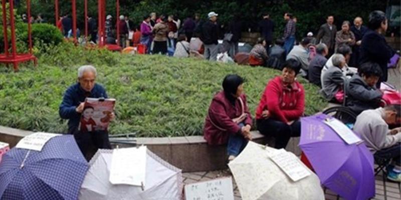 """Phụ huynh Trung Quốc đổ xô thực hiện """"chiến dịch chống ế"""" cho con"""