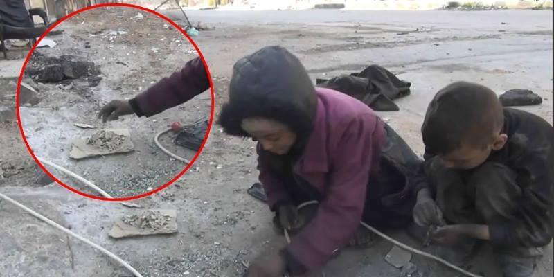 Xót xa cảnh 2 em bé nhặt mẩu bánh mì rớt đất lót dạ