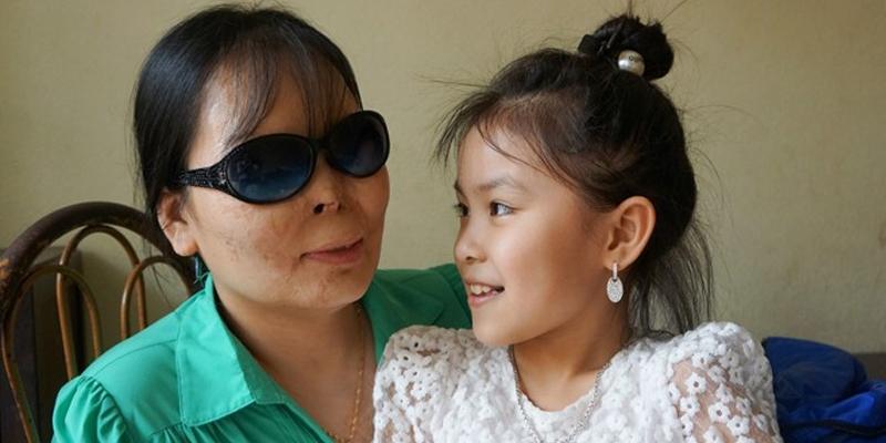Chuyện tình cảm động của nữ giáo viên bị tạt axít