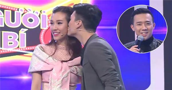 Thách Huỳnh Anh hôn bạn gái, Trấn Thành bất ngờ bị Vân Sơn 'đá xoáy'