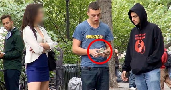 Bất ngờ với phản ứng của gái đẹp khi thấy trai lạ nhiều tiền