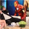 Captain America  bị  Người Sắt  dọa trên sóng truyền hình