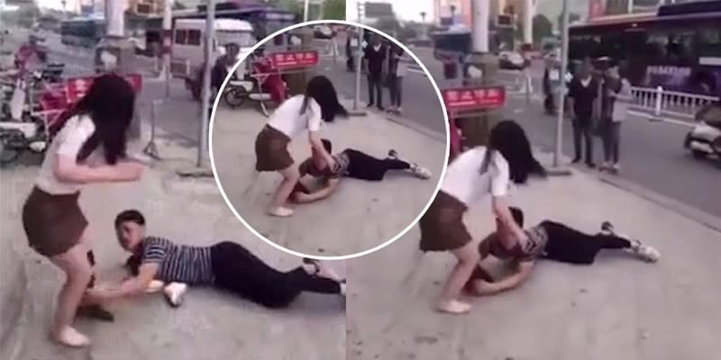 Chàng trai lăn lộn ôm chân ngăn cản bạn gái chia tay ngay giữa phố