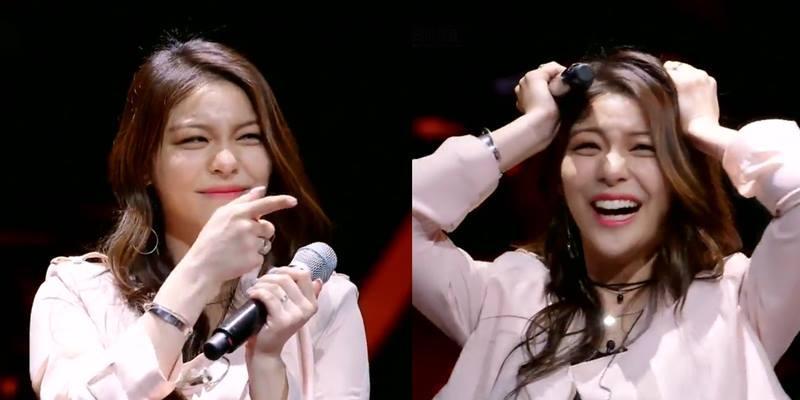 """Song ca cùng fan trên sân khấu, thần tượng Hàn bị fan làm """"chết điếng"""""""