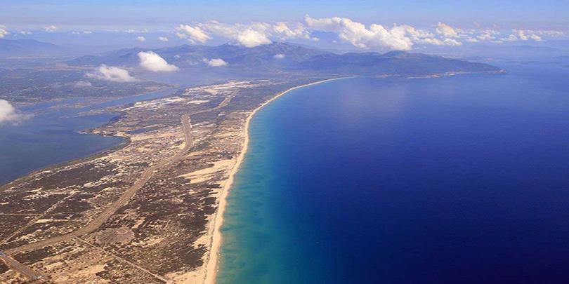 Việt Nam có những con đường nào nổi giữa biển?